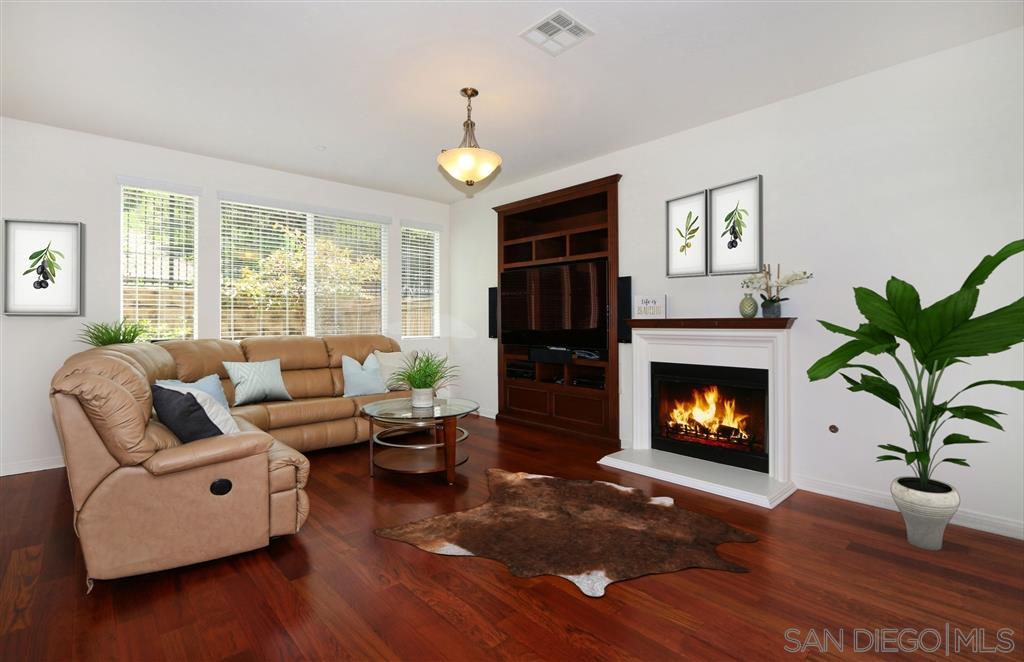 17009 New Rochelle Way San Diego, CA 92127