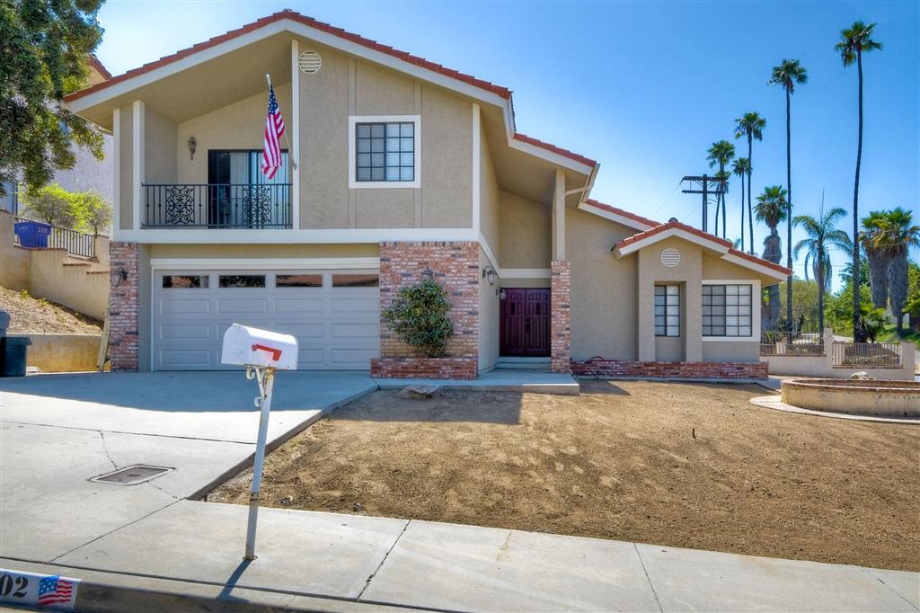 202 Hawthorne Cir, Vista, CA 92083