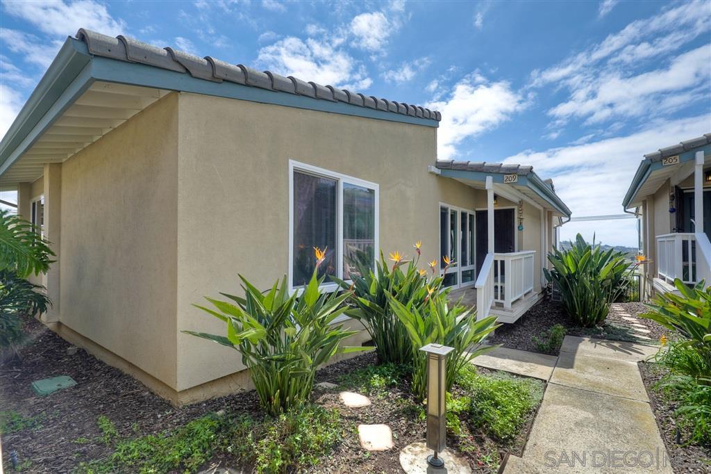 209 Turf View Dr, Solana Beach, CA 92075