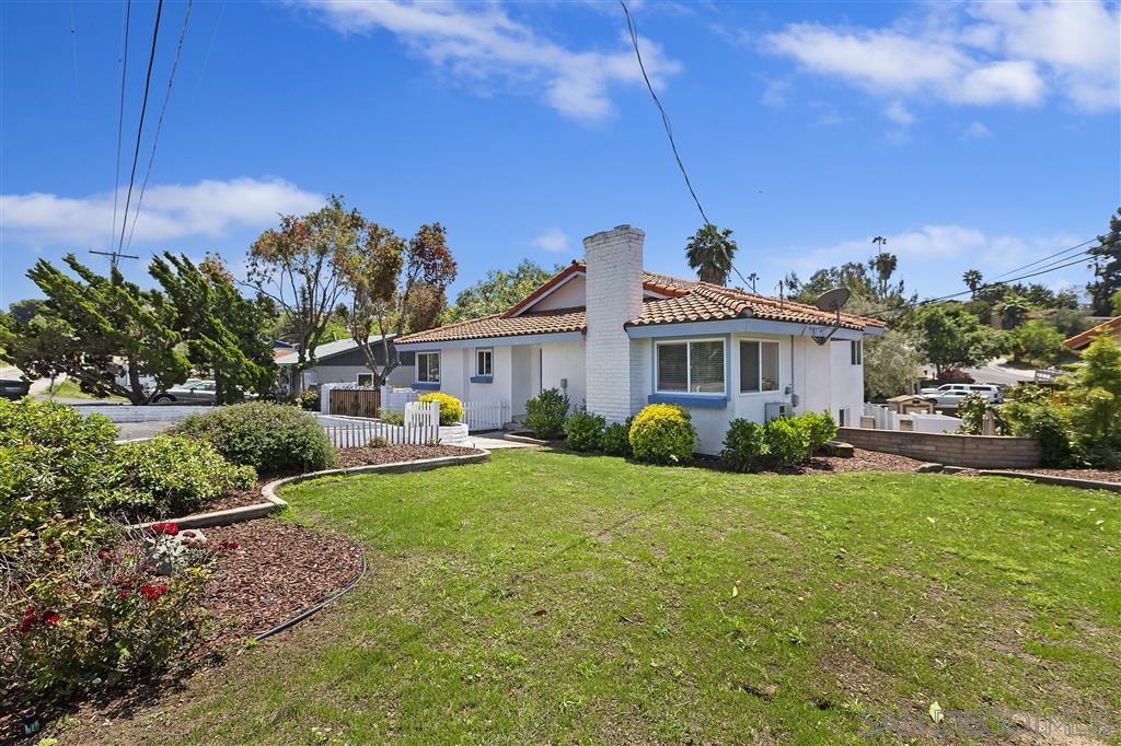 274 Hacienda Dr, Vista, CA 92081