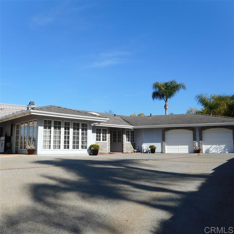 1242 Via Christina, Vista, CA 92084