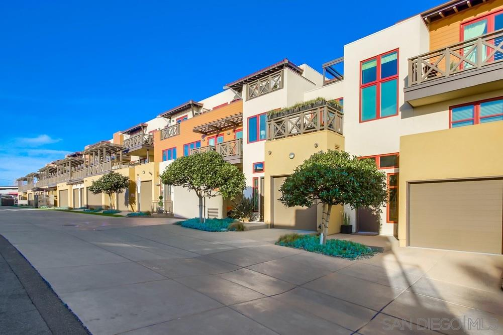 215 2nd Street 104, Encinitas, CA 92024