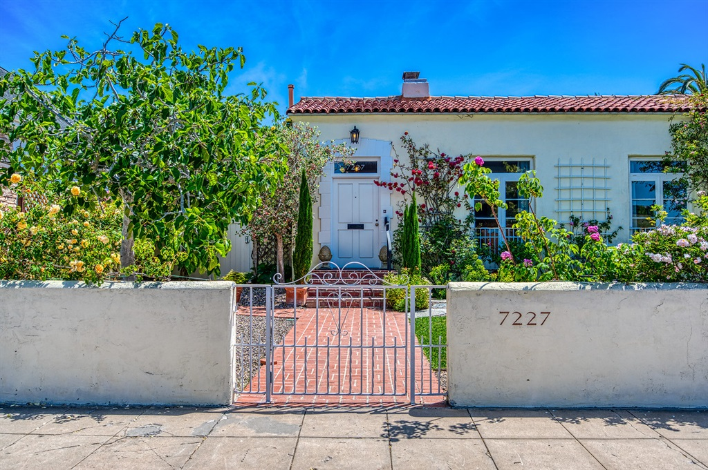 7227 Olivetas Avenue, La Jolla, CA 92037