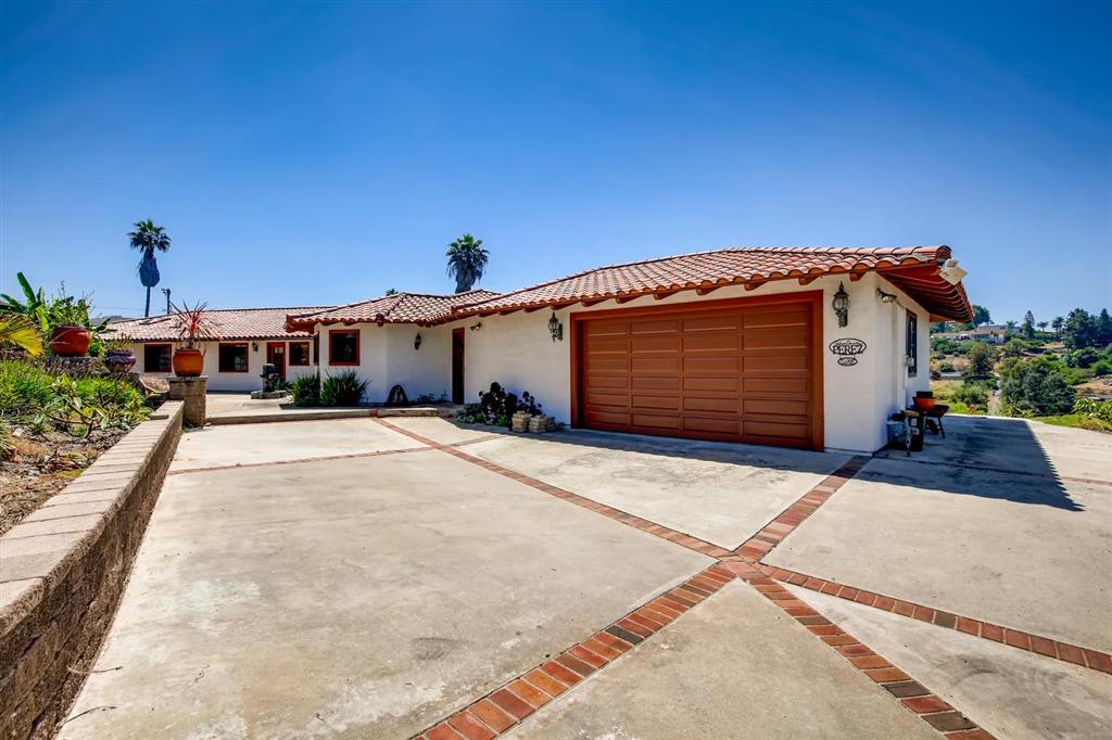 1629 Mesa Verde Dr, Vista, CA 92084