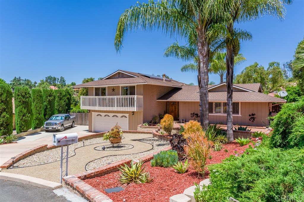 111 Stephanie Ln, Vista, CA 92084