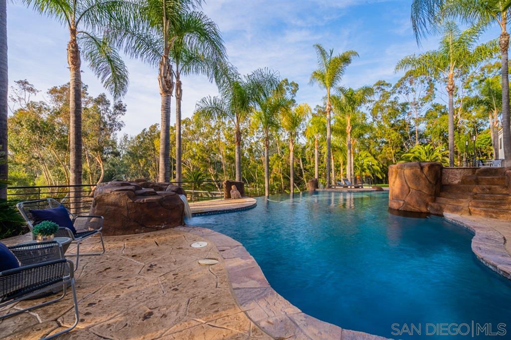 7080 Rancho La Cima Dr., Rancho Santa Fe, CA 92067