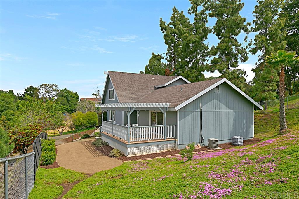 460 Hillway Dr, Vista, CA 92084