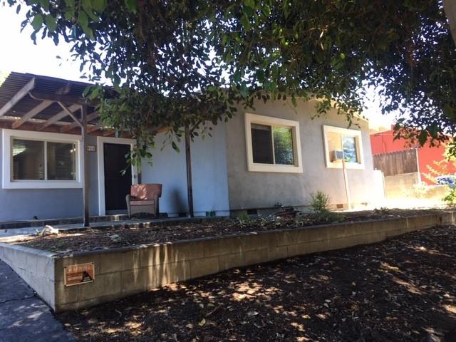 916 Crescent Drive, Vista, CA 92084