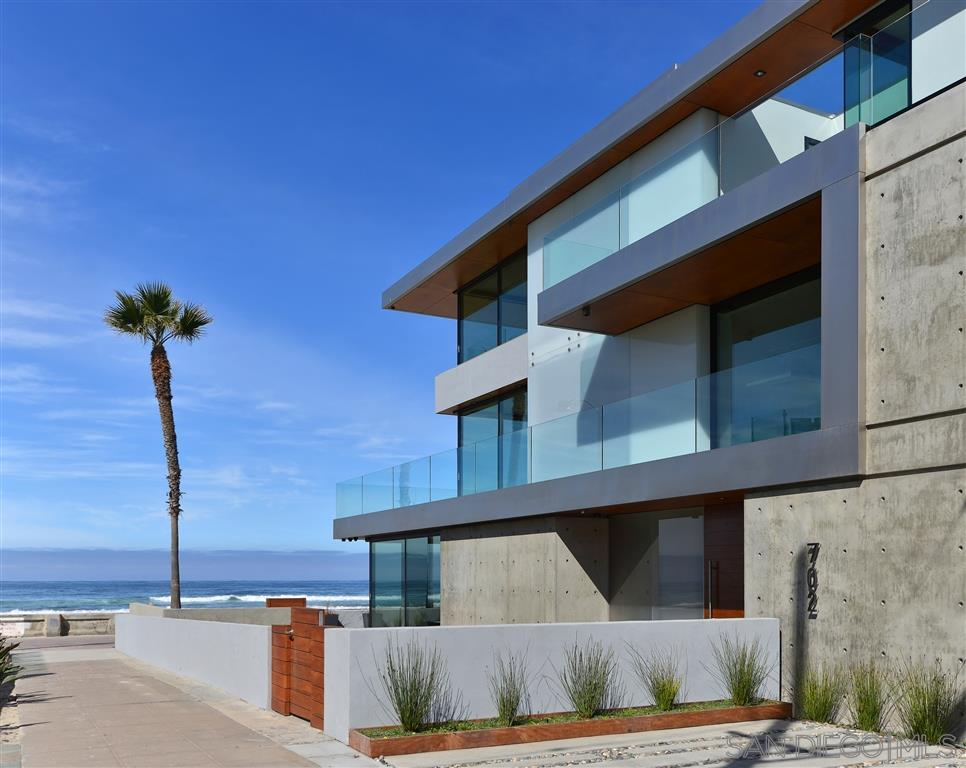 Photo of 702 Jersey Court/Ocean Front Walk, San Diego, CA 92109
