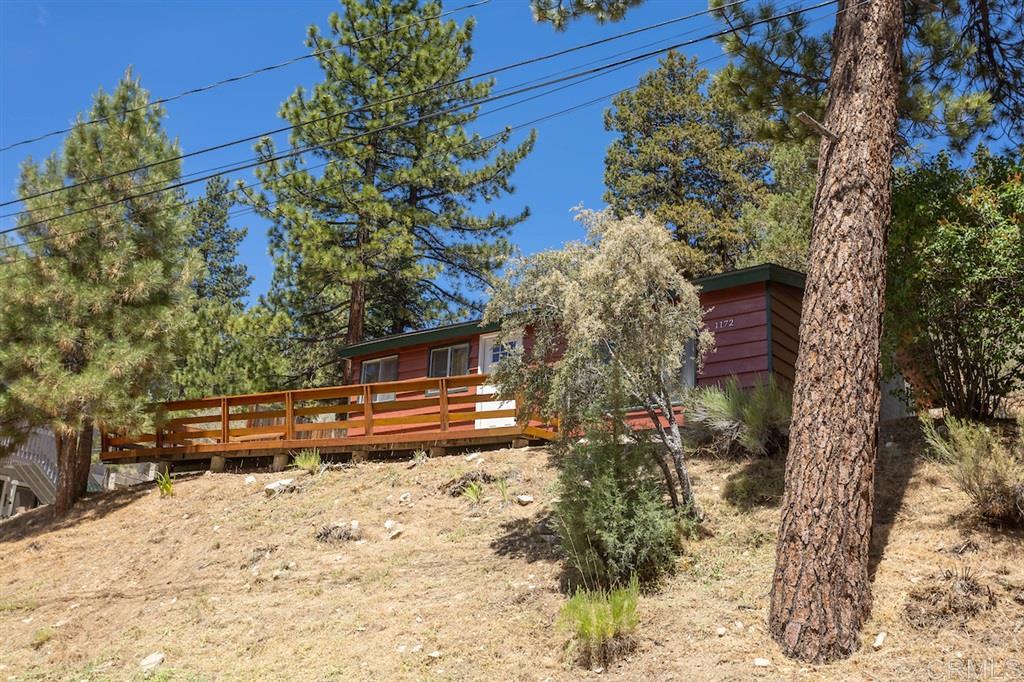 1172 Canyon Rd, Fawnskin, CA 92333