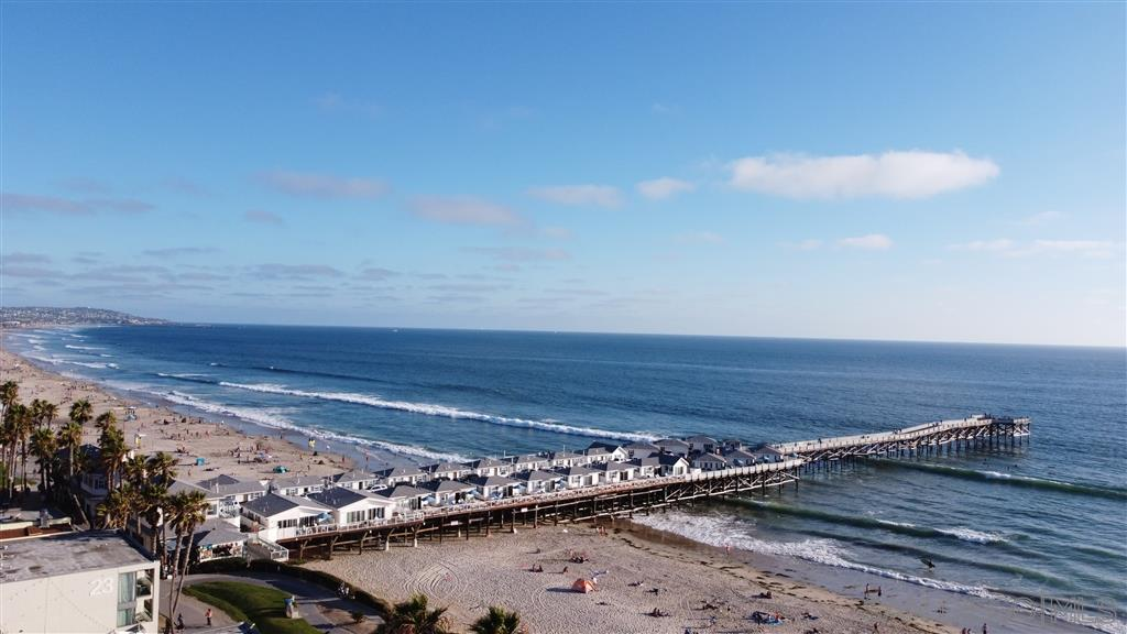 This is a great starter Condo in Pacific Beach that's walking distance to Grocery Stores and Coffee Shops to name a few. Granite counters with Stainless Steel Appliances. Remodeled bathroom and upgraded flooring in kitchen and living room.