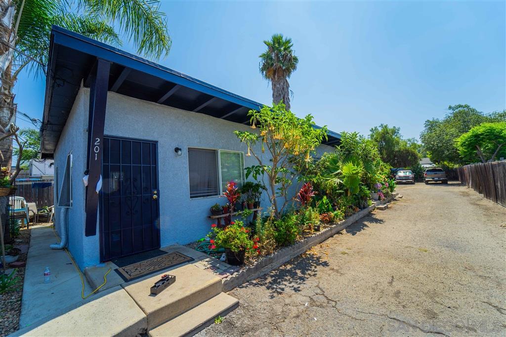 201-205 Eaton Way, Vista, CA 92084