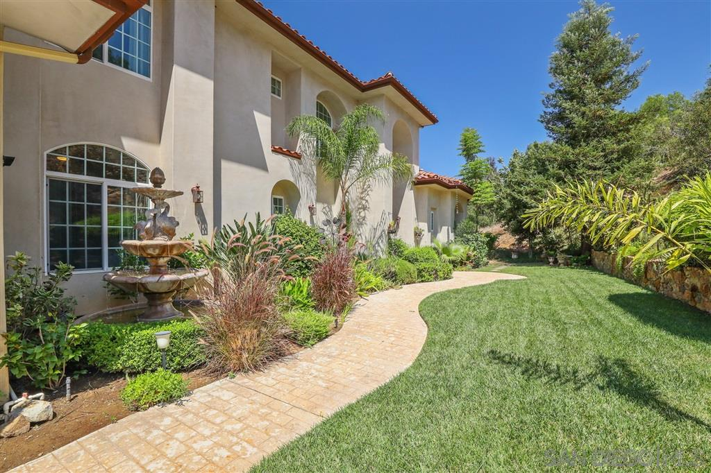 2392 Via Oeste Dr, Fallbrook, CA 92028