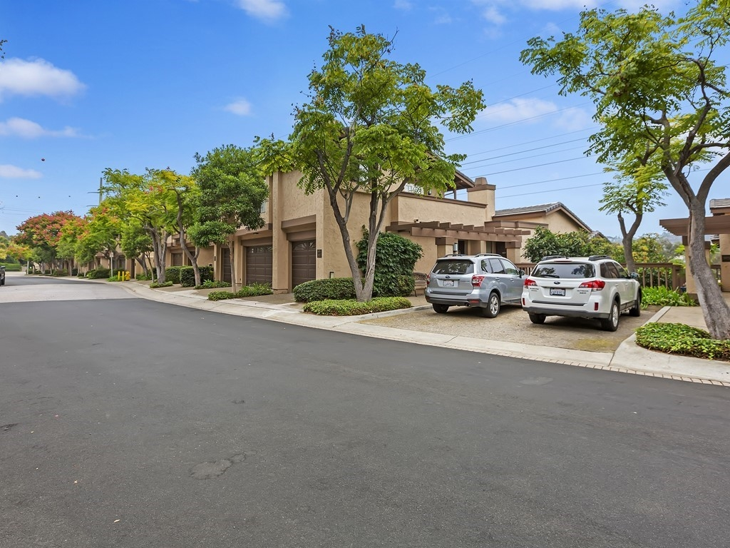 5983 Gaines St, San Diego CA 92110