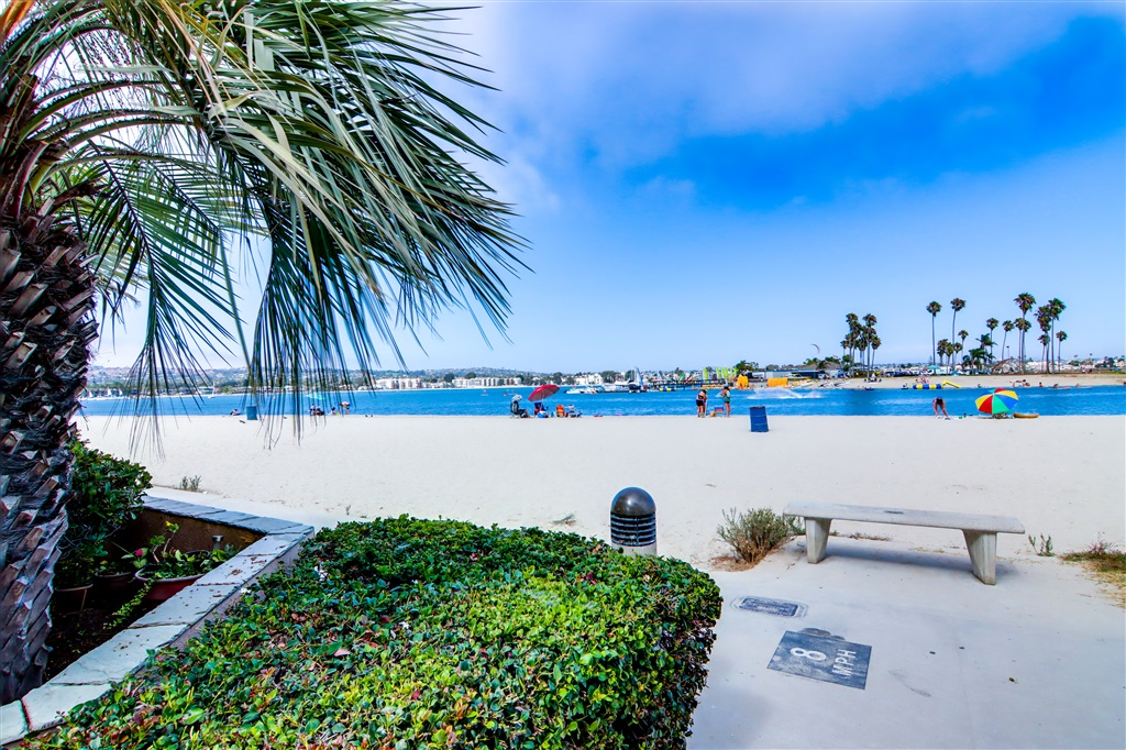 725 Redondo Court Unit 21, San Diego CA 92109