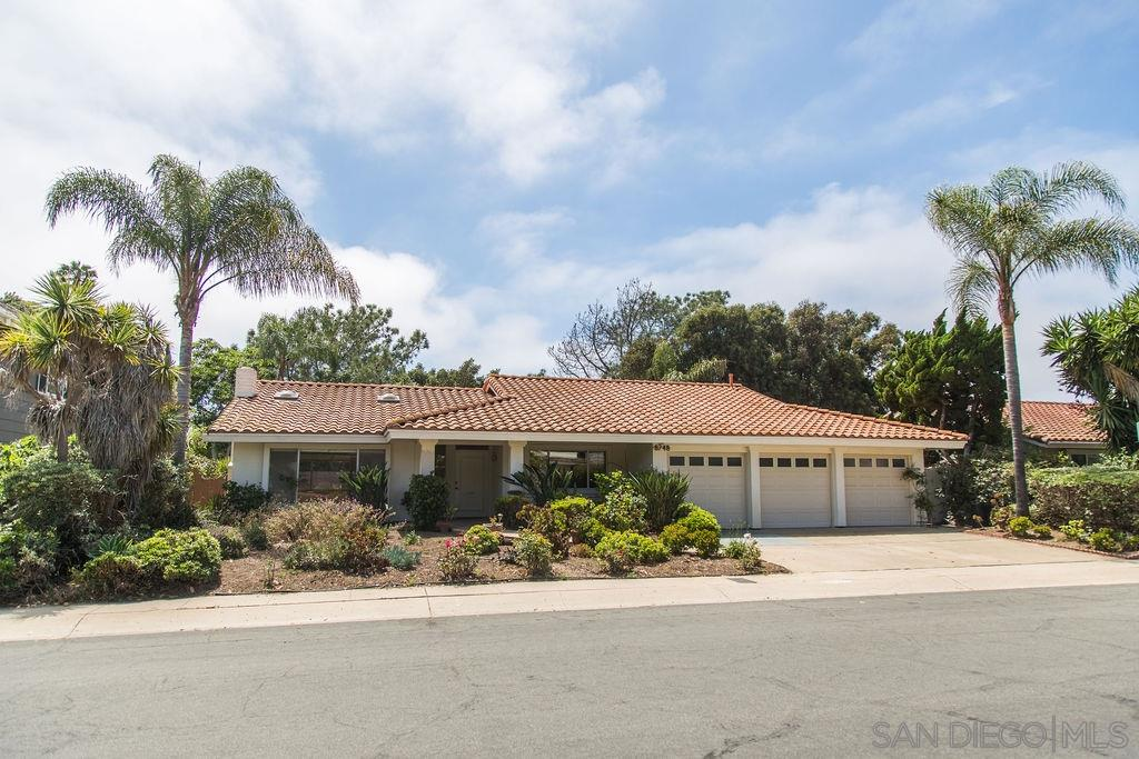 This 4BR/2.5BA spacious and lovingly maintained home is situated in the very desirable La Jolla Shores Heights community, near Cliffridge Park, the La Jolla YMCA and UCSD.  Vaulted ceilings add lots of natural light.  Large living room with fireplace, and separate dining room.  Open concept kitchen and family room. Kitchen has granite countertops and large island.   Walk to UCSD, Torrey Pines Elementary, the Adat Yeshurun synagogue and hiking trails.  Close access to LJ Shores beach, shopping & freeways.