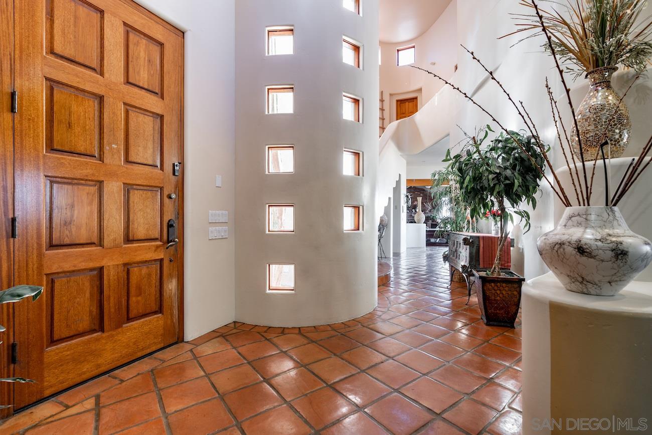 Photo of 2035 Alta Vista Dr, Vista, CA 92084