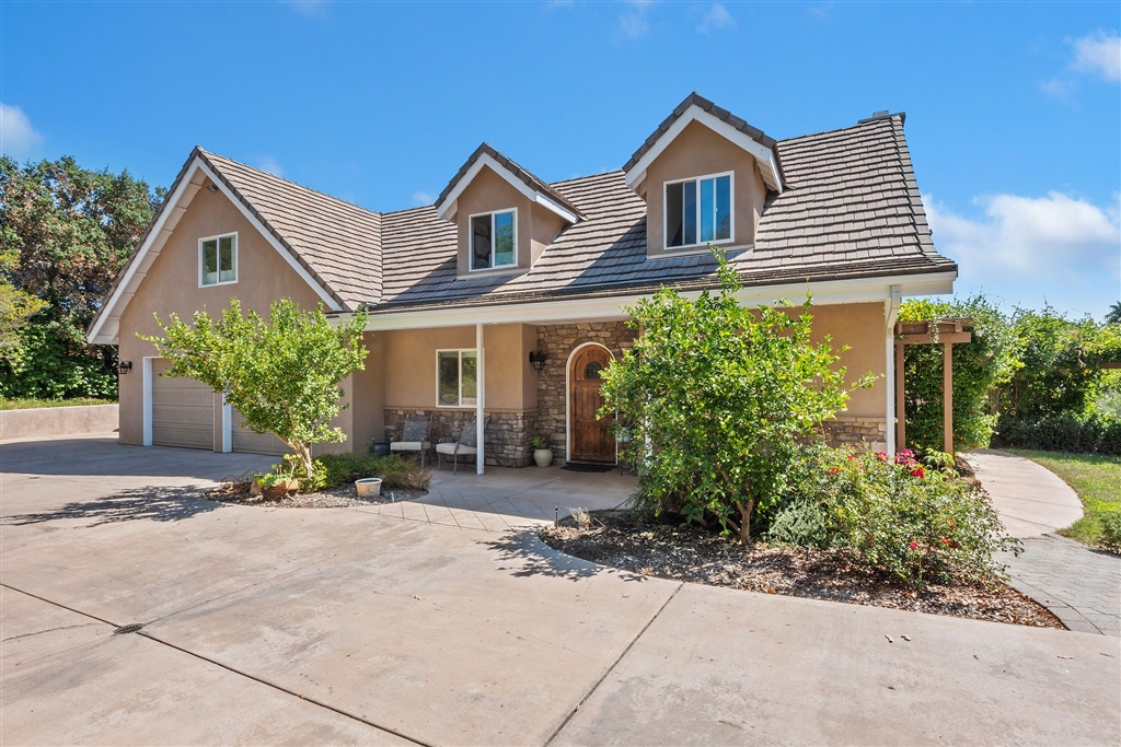 Photo of 520 Beavercreek Lane, Fallbrook, CA 92028