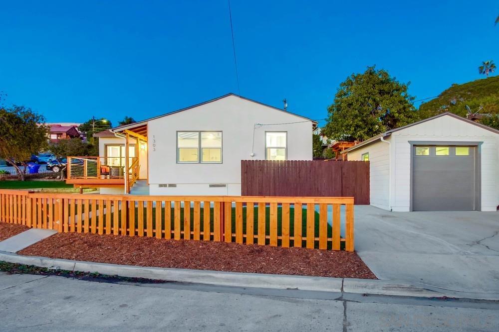 1303 Dorcas St, San Diego, CA 92110