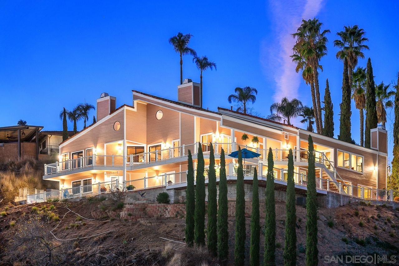 9879 Grandview Dr, La Mesa, CA 91941
