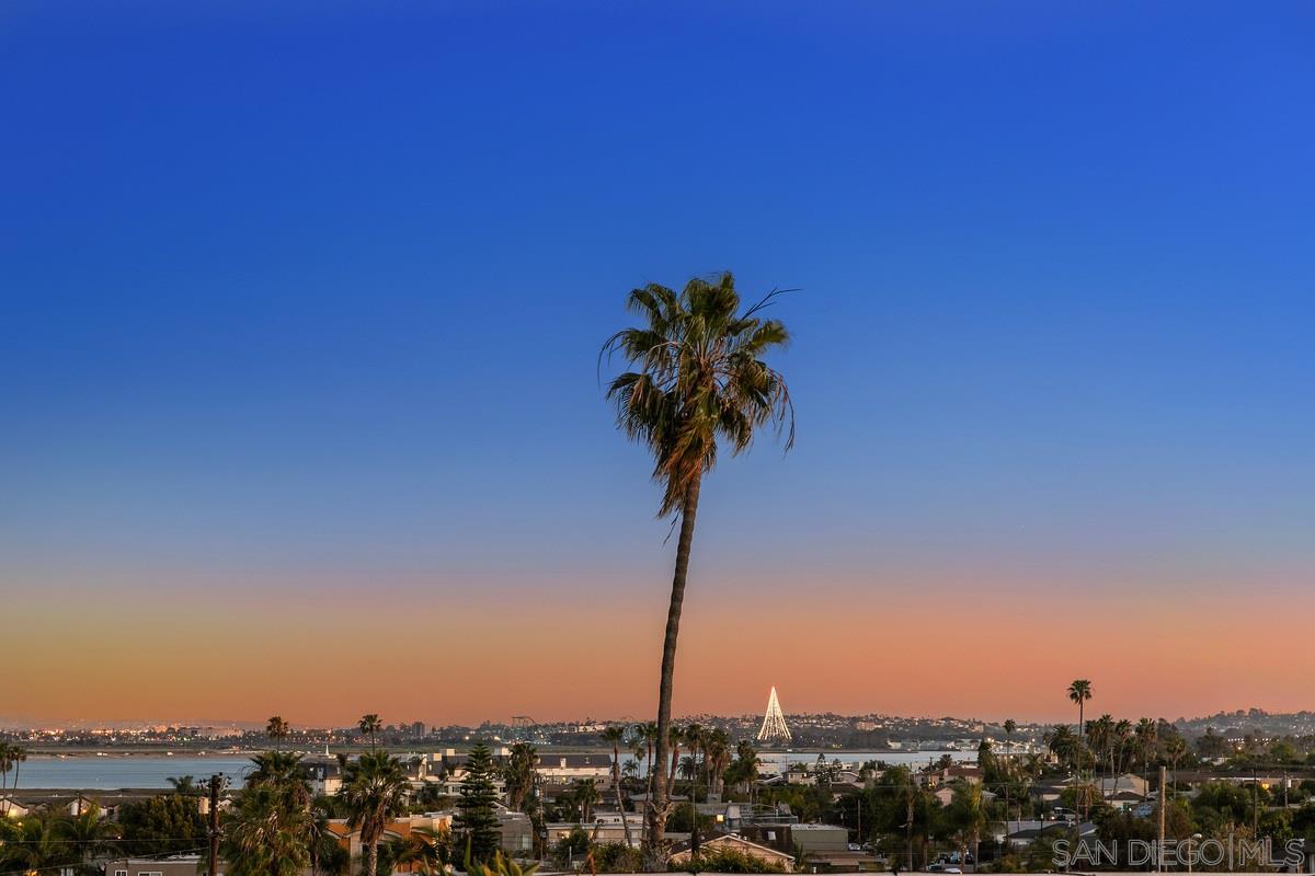 2022 Hornblend Street, San Diego, CA 92109