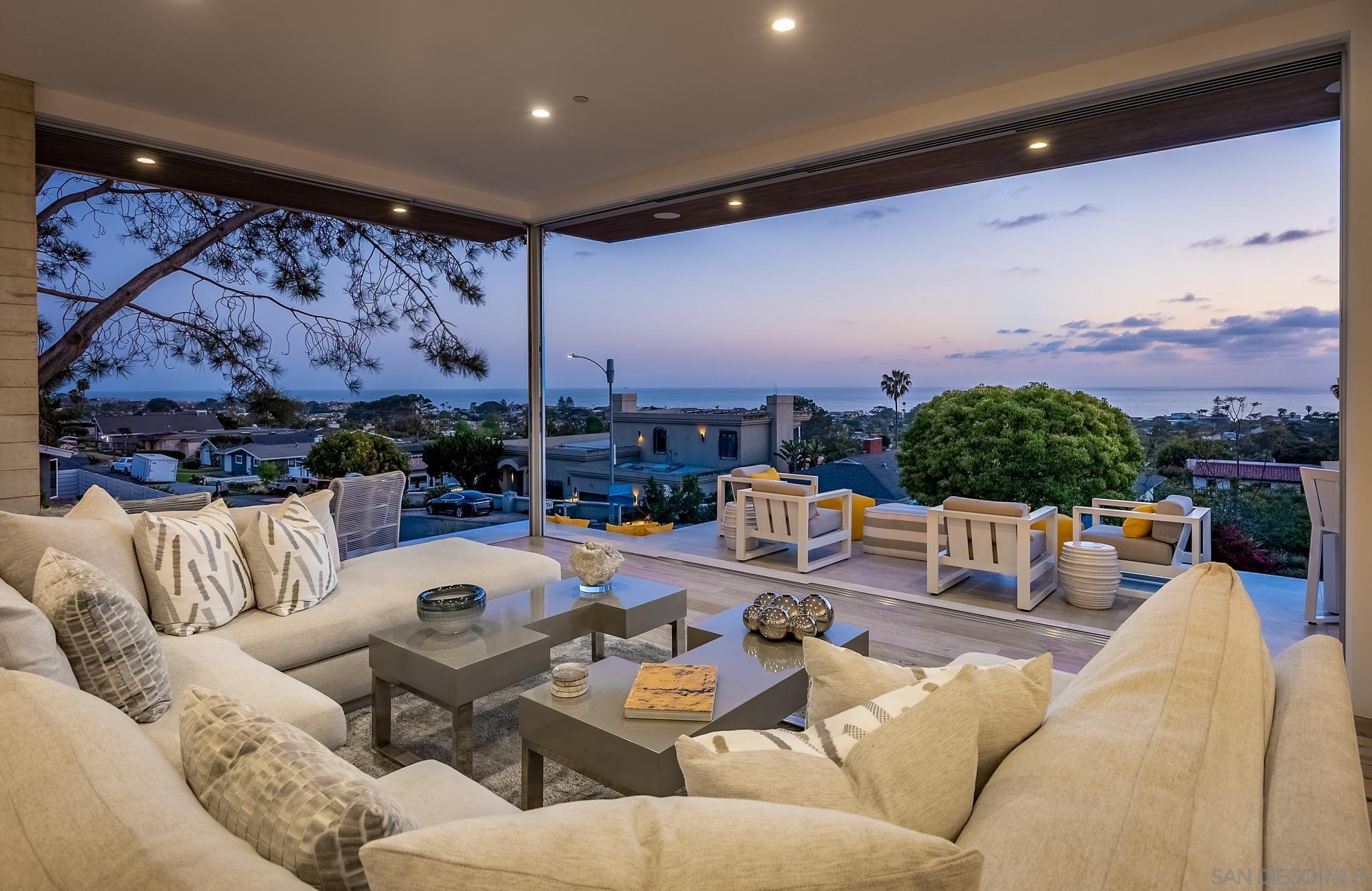 306 Lynwood Avenue, Solana Beach, CA 92075