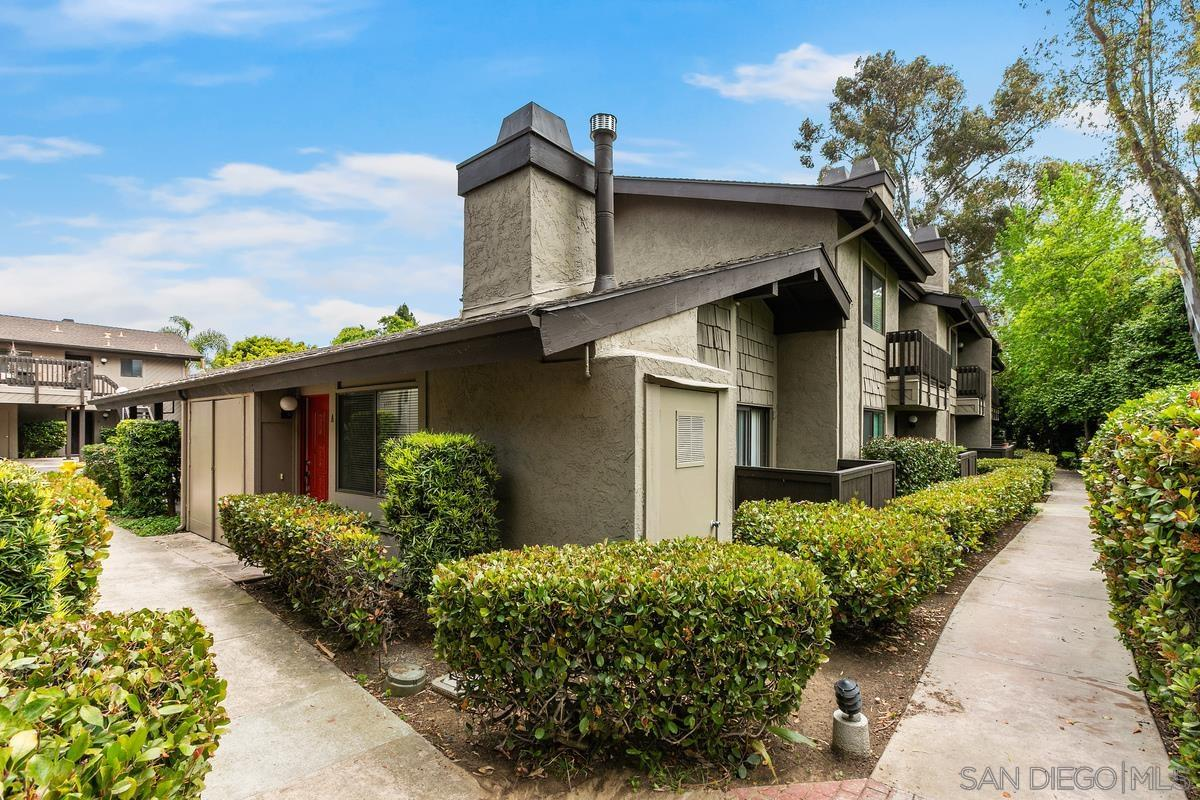 Cute condo in La Jolla Park Villas with beautiful park view situated in the rear of the complex. Vaulted ceilings, fireplace, large walk-in closet, washer/dryer. Large master bedroom with space for a Cal-king bed, nightstands, and dresser, plus a storage loft. The condo also has a private patio directly overlooking the park to the West. A secluded unit in the back of the complex.  Walking distance to park and conveniently located close to beaches, Interstate 5, Hwy 52, UCSD, shopping.