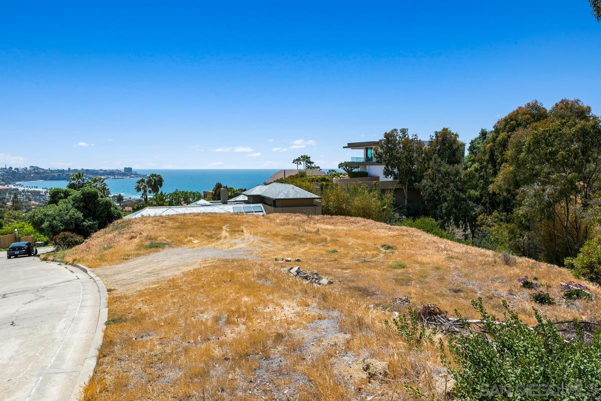 Rare opportunity to build the estate of your dreams on this custom, 0.53-acre home site in Montoro. Perched high upon a hill with panoramic views overlooking La Jolla Shores and the ocean, you will benefit from the security of living within a gated community offering a pool, spa and 2 tennis courts, while also enjoying close proximity to the shops, eateries and sandy beach at La Jolla Shores, UCSD, freeways and The Village.