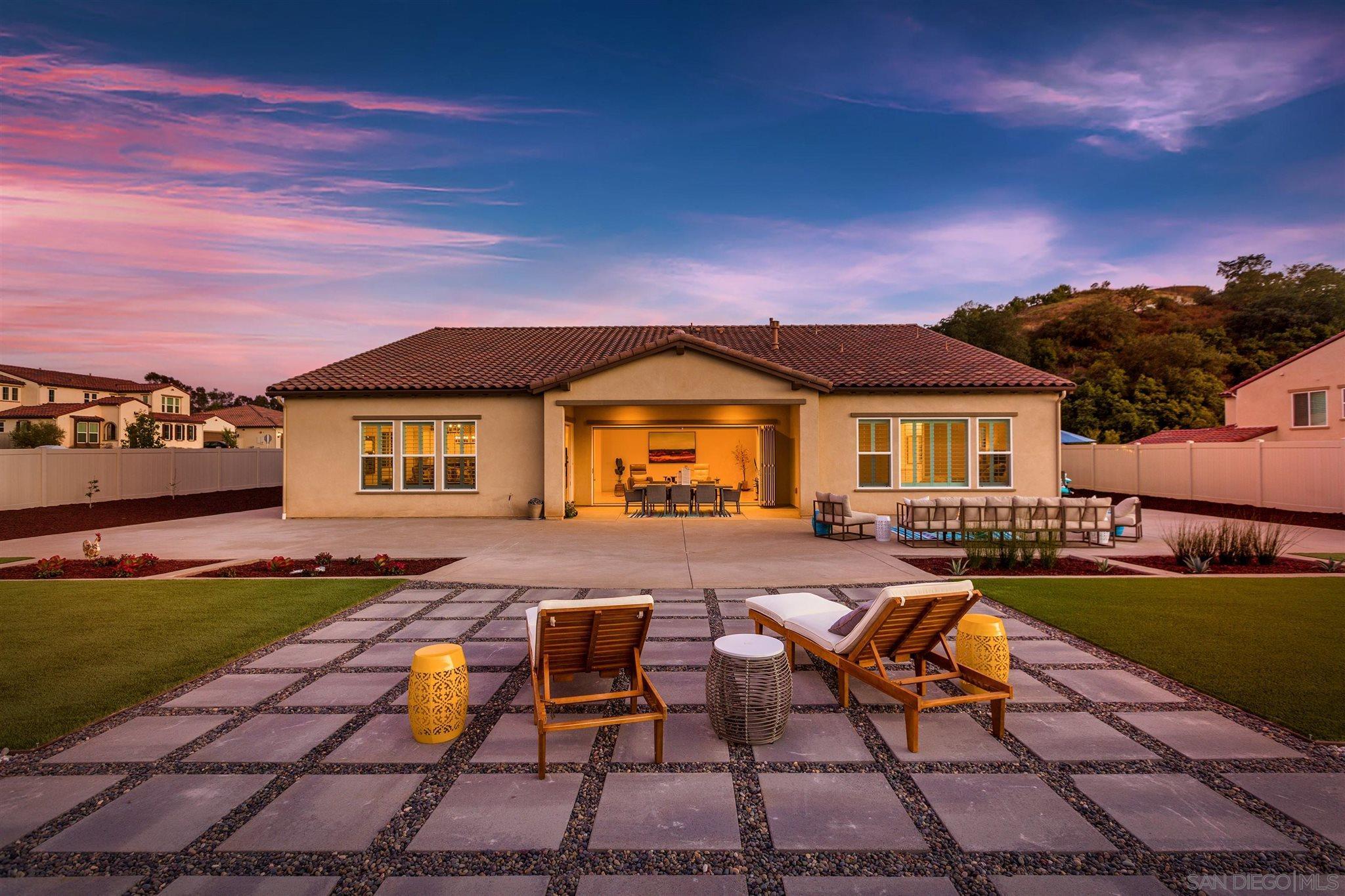 Photo of 1364 Vista Ave, Escondido, CA 92026