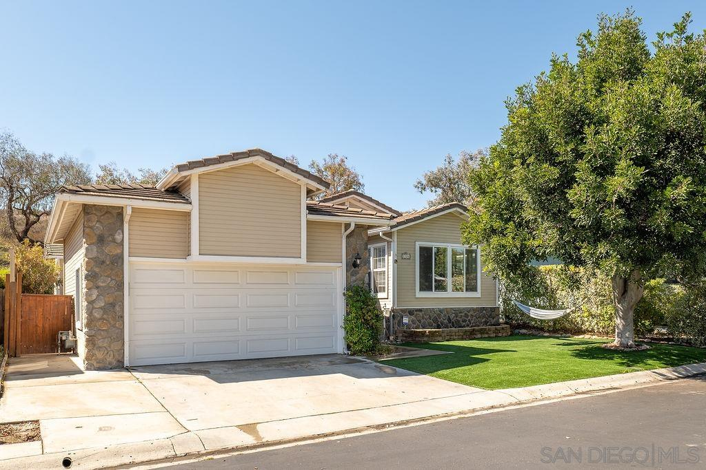 1126 Cottontail Rd, Vista, CA 92081