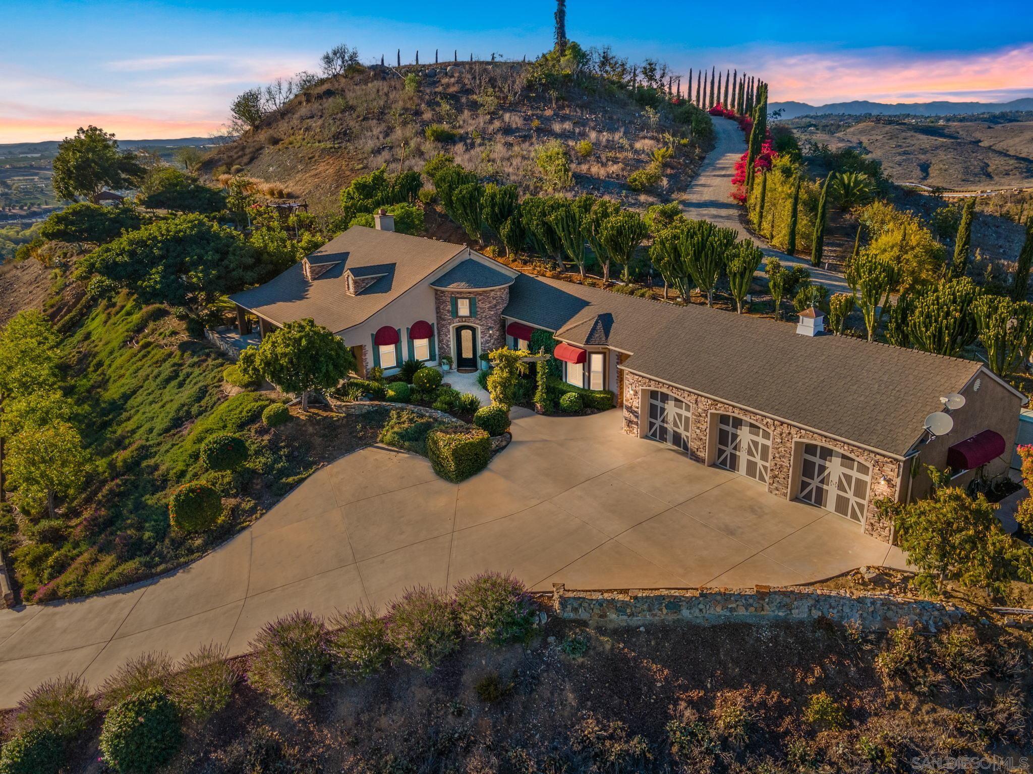 Photo of 30419 Canyon Estates Rd, Vista, CA 92084