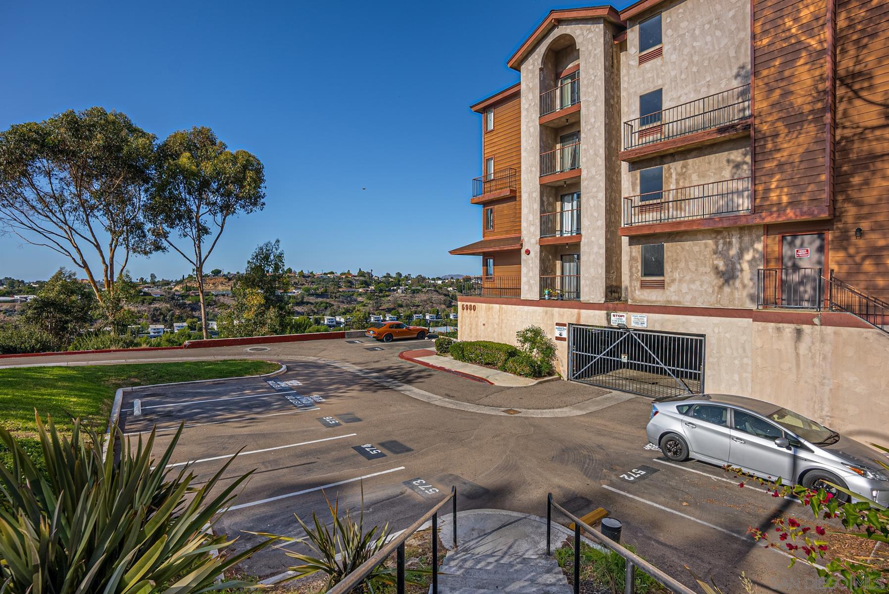 5980 Dandridge Lanae 208, San Diego, CA 92115